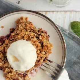 homemade blackberry crisp (gluten free) | sustainable cooks