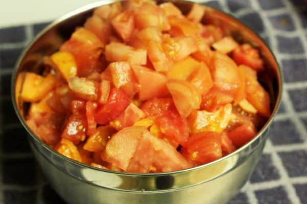 canning diced tomatoes at home, canning diced tomatoes, how to can diced tomatoes, DIY diced tomatoes