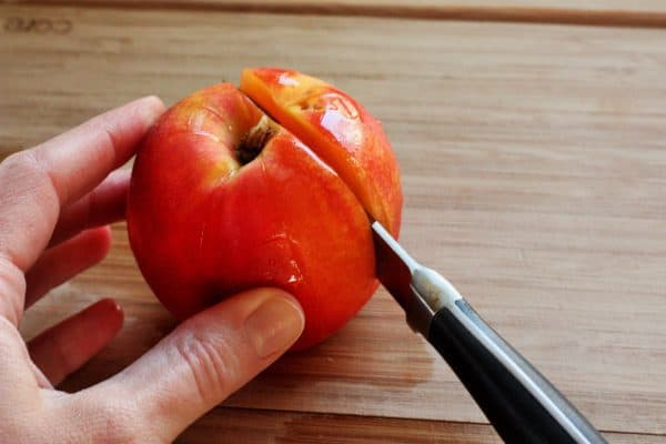 how to cut a peach