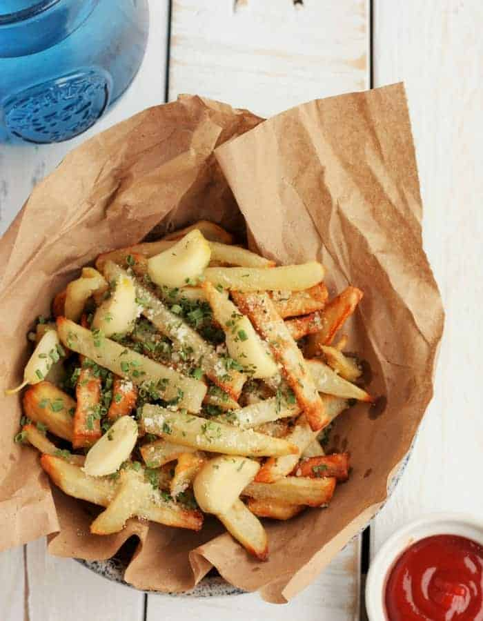 a paper lined bowl with air fryer french fries