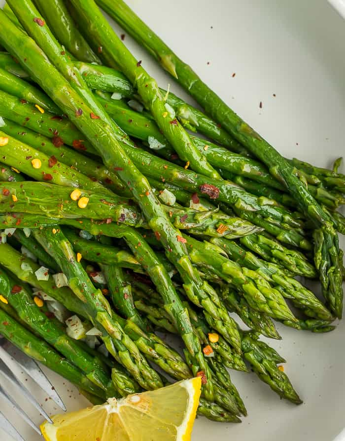 a close up of asparagus tips