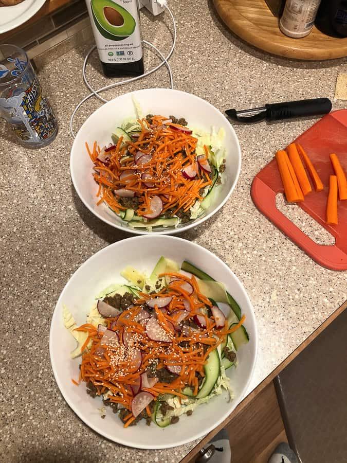 2 bowls of food