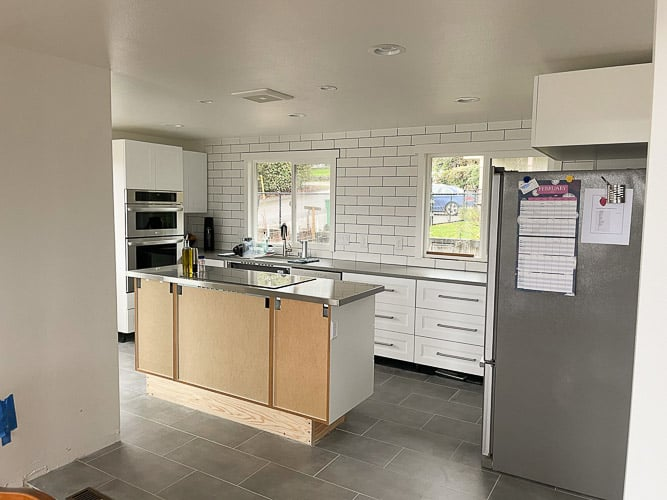a photo of a kitchen