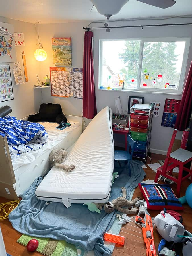 a very mess kid's room