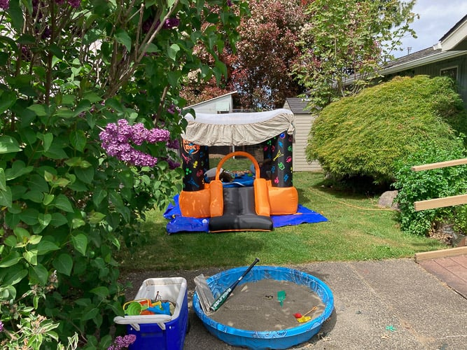 a bouncehouse in a yard